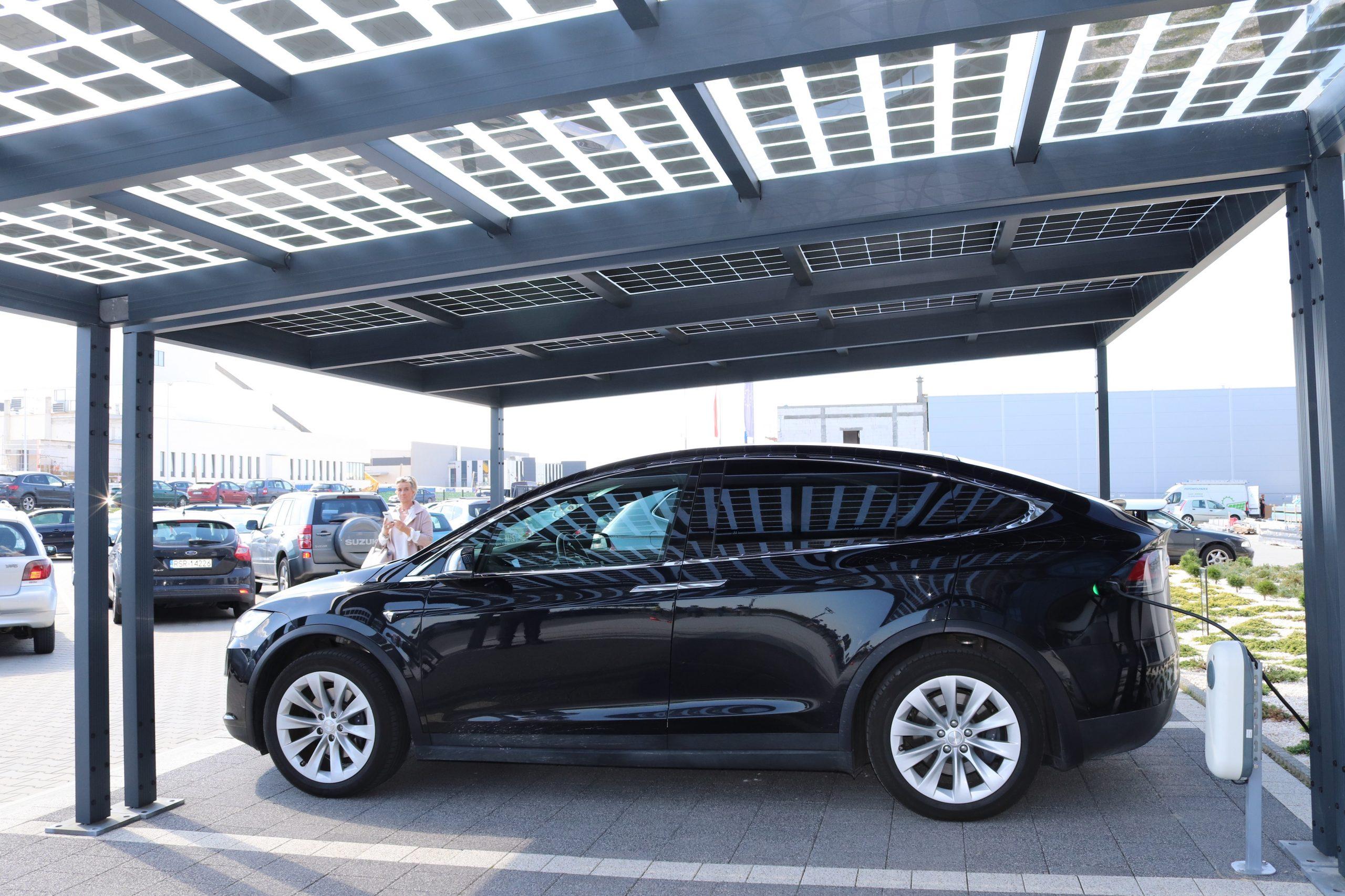 Fotovoltický prístrešok na auto